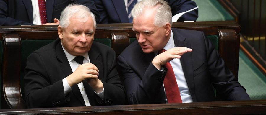 W politycznym kalendarzu na najbliższy tydzień - ważna rocznica. Dokładnie dwanaście miesięcy temu wybraliśmy nowy Sejm i Senat. Będziemy to przypominać 25 października, czyli we wtorek. Co jeszcze czeka nas w najbliższych dniach w polityce?