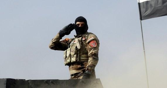 Peszmergowie – bojownicy kurdyjscy – znajdowali się w niedzielę w odległości 8 km od Mosulu, bastionu Państwa Islamskiego w Iraku – informuje telewizja CNN powołując się na dowódców sił kurdyjskich.