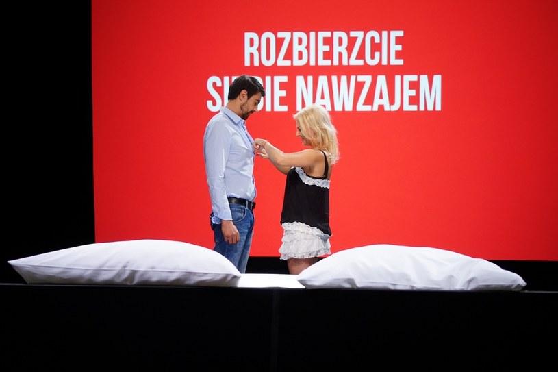 """""""Undressed Polska: randka w łóżku"""" nowy program telewizji TLC, w którym nieznajome osoby na pierwszą randkę idą do... łóżka. Jak na tę nową, telewizyjną produkcję zareagują widzowie?"""