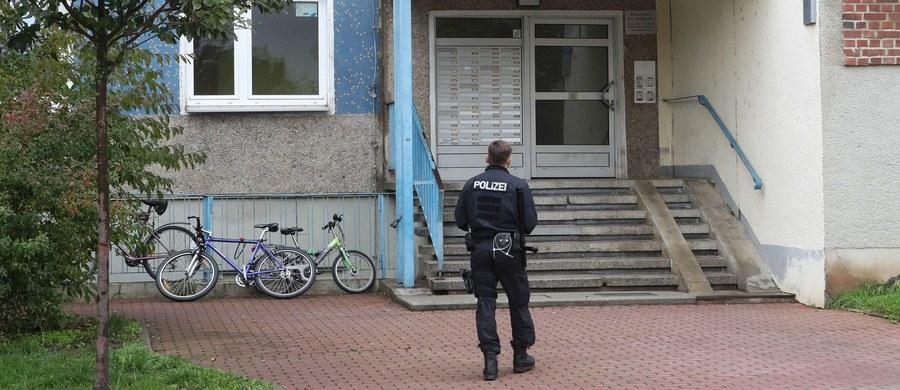 Niemiecka policja przeprowadziła we wtorek w Turyngii i innych krajach związkowych w Niemczech operację antyterrorystyczną przeciwko Czeczenom podejrzewanym o finansowe wspieranie Państwa Islamskiego. Nikogo nie zatrzymano, znaleziony biały proszek okazał się niegroźny.