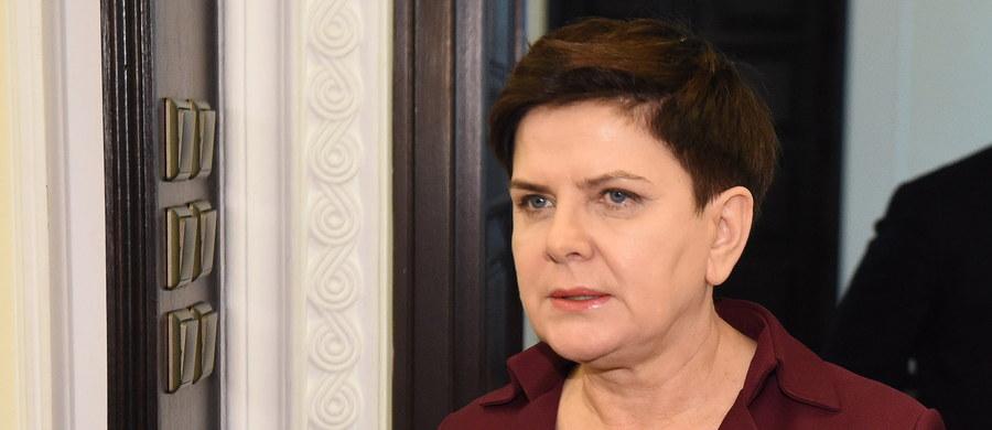 Do końca roku zostanie przyjęty kompleksowy program dla niepełnosprawnych, w najbliższych dniach zaprezentowana zostanie pierwsza ustawa tego dotycząca - zadeklarowała na konferencji prasowej po posiedzeniu rządu premier Beata Szydło.