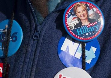 Co łączy Clinton z brytyjską firmą, która dostarcza maszyny do głosowania?