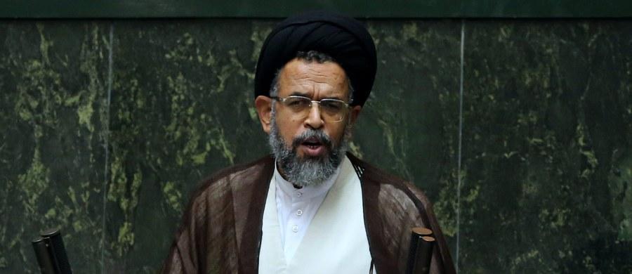Szef irańskiego wywiadu pod ostrzałem krytyki ze strony parlamentu. Na jaw wyszło, że w sekrecie zaprosił do islamskiej republiki amerykańskiego polityka, który jest gejem.