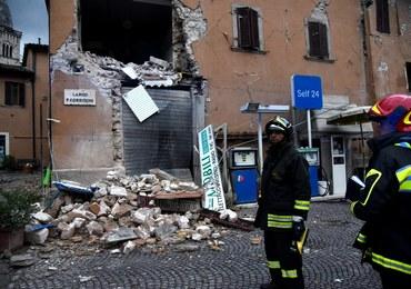 Trzęsienie ziemi we Włoszech: Zawalone budynki, gruzy na ulicach. Ludzie boją się wstrząsów wtórnych