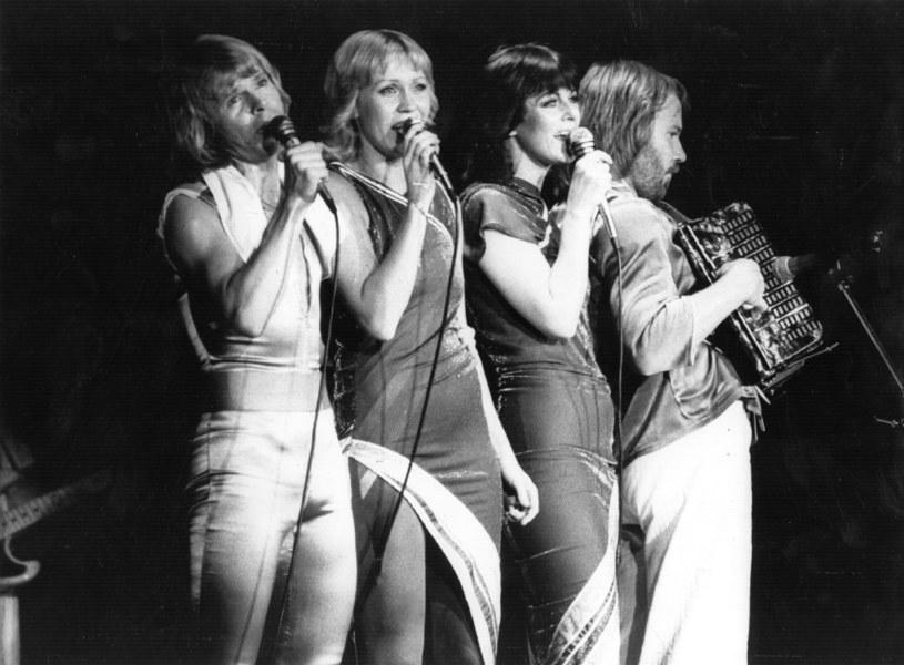 """Członkowie szwedzkiej grupy ABBA po latach ponownie połączyli siły, by razem z byłym menedżerem Spice Girls Simonem Fullerem przygotować """"przełomowe przedsięwzięcie"""", łączące technologię cyfrową i VR (wirtualna rzeczywistość)."""