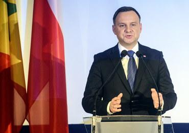Andrzej Duda: Podczas ekshumacji do żadnego bezczeszczenia zwłok nie dojdzie