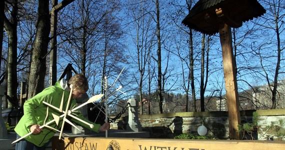 W Zakopanem zmiany w ruchu dotyczyć będą przede wszystkim okolic cmentarzy. Policja informuje, że w ramach akcji Znicz 2016 sprawdzać będzie również trzeźwości kierowców, stan techniczny pojazdów, prędkość oraz korzystanie z pasów bezpieczeństwa i fotelików dla dzieci. Akcja potrwa do wtorku  2 listopada.