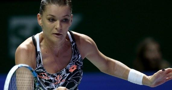 Broniąca tytułu Agnieszka Radwańska przegrała w Singapurze z Niemką polskiego pochodzenia Angelique Kerber 2:6, 1:6 w półfinale turnieju WTA Finals. Liderka rankingu tenisistek o triumf w kończącej sezon imprezie masters zagra ze Słowaczką Dominiką Cibulkovą.