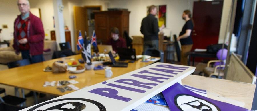 Mieszkańcy najmniejszego państwa Skandynawii właśnie wybierają parlamentarzystów w przedterminowych wyborach. Realne szansę na wygraną i stworzenie koalicji rządowej ma populistyczna Partia Piratów.