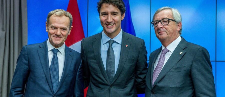 UE i Kanada podpisały w Brukseli kompleksową umowę gospodarczo-handlową CETA. Zniesie ona ok. 99 procent ceł we wzajemnym handlu, większość barier pozataryfowych i zliberalizuje handel usługami. Szczyt Unia-Kanada rozpoczął się z opóźnieniem. Premier Kanady Justin Trudeau przybył do Brukseli półtorej godziny później niż planowano - z powodu kłopotów z samolotem.