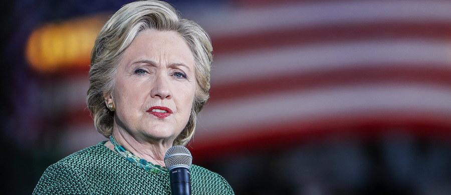 Około 21 mln Amerykanów oddało już głos w wyborach prezydenckich w procedurze wczesnego głosowania. W wielu stanach tzw. wahających się frekwencja jest wyższa wśród demokratów, co dobrze wróży Hillary Clinton. Nie wiadomo jednak, jak na pozostałych wyborców wpłynie afera mailowa. Jak wynika z sondaży, ponowne rozpoczęcie przez FBI śledztwa ws. maili Clinton z czasów, gdy szefowała amerykańskiej dyplomacji, osłabiło jej notowania. Niektóre badania opinii dają jej zaledwie 1 procent przewagi nad Donaldem Trumpem.