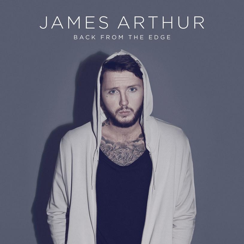 """James Arthur to człowiek znikąd - pojawił się w brytyjskim """"X-Factor"""", zaśpiewał """"Impossible"""" i nagle... stał się kimś. Wielokrotnie podkreślał, że nagły przeskok w życiu, okrzyknięcie muzycznym objawieniem i obsypaniem workami pieniędzy wpłynęło na niego negatywnie. Jamesowi udało się jednak wyjść na prostą i otrząsnąć z show-biznesowego szoku. Jego drugi album, bardzo dojrzały, dużo spokojniejszy od debiutu i introwertyczny, jest tego najlepszym dowodem."""