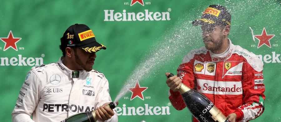 Przetasowania w czołówce klasyfikacji Grand Prix Meksyku Formuły 1. Niemiec Sebastian Vettel został ukarany 10 sekundami kary, co spowodowało, że spadł z trzeciego na piąte miejsce. Na podium awansował z kolei... piąty na mecie Australijczyk Daniel Ricciardo. Wygrał Brytyjczyk Lewis Hamilton.