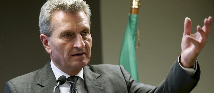 """""""Nord Stream 2 nie zostanie wybudowany"""". To zdanie ze skandalicznego przemówienia niemieckiego komisarza UE Gunthera Oettingera. Niemiecki komisarz wygłosił przemówienie w Hamburgu 26 października na spotkaniu z niemieckimi pracodawcami. Okazało się ono jednak wielką kompromitacją i wywołało skandal w kilku krajach."""