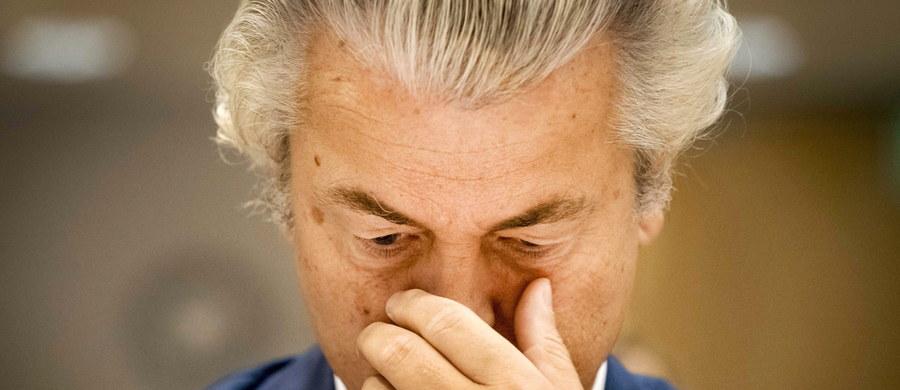 Proces szefa holenderskiej antyimigranckiej Partii na rzecz Wolności (PVV) Geerta Wildersa rozpoczął się w Schiphol pod Amsterdamem. Zgodnie z zapowiedzią kontrowersyjny polityk, oskarżony o podżeganie do nienawiści, nie pojawił się w sądzie.