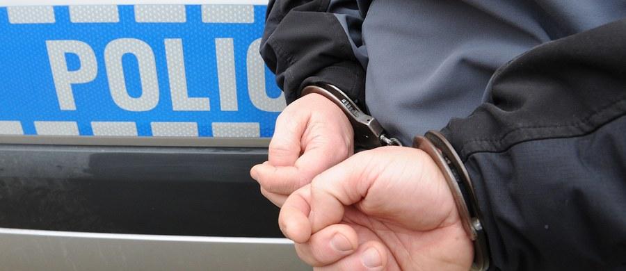 Jest tymczasowy areszt dla mężczyzny, który atakował kobiety w Mysłowicach na Śląsku. Do incydentów dochodziło w autobusach miejskich. Policja prosi o kontakt wszystkie pokrzywdzone kobiety.