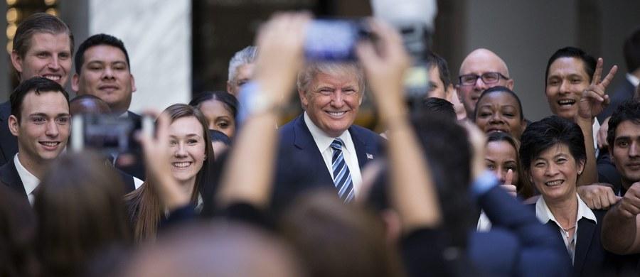 """Amerykański portal informacyjny Slate opublikował artykuł, w którym informuje o regularnej komunikacji serwerów organizacji Donalda Trumpa i największego rosyjskiego banku komercyjnego. """"To może być najbardziej bezpośredni związek Trumpa z Moskwą"""" - skomentował w oświadczeniu sztab Hillary Clinton."""