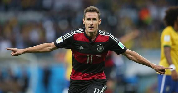 Najskuteczniejszy piłkarz w historii mistrzostw świata Miroslav Klose (16 goli) postanowił zakończyć sportową karierę i rozpoczął kurs trenerski - poinformowała niemiecka federacja piłkarska (DFB).
