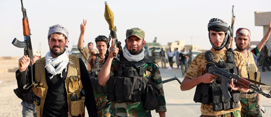 Bojownicy Państwa Islamskiego usiłowali przewieźć około 25 tysięcy cywilów z miejscowości leżącej na południe od Mosulu. Możliwe, że chcieli użyć ich jako żywych tarczy w walkach z irackimi siłami prowadzącymi ofensywę na to miasto - podało Biuro Wysokiego Komisarza Narodów Zjednoczonych do spraw Praw Człowieka (UNHCHR).
