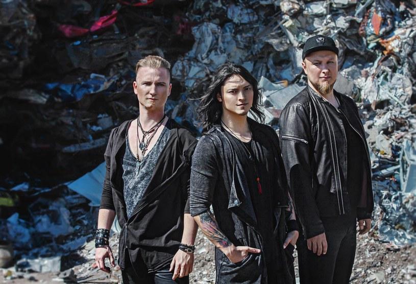 """Poniżej możecie zobaczyć teledysk """"Masquerade"""" nowej rockowej grupy Last Of The Real, której wokalistą jest Juan Carlos Cano, pochodzący z Meksyku zwycięzca czwartej edycji """"The Voice of Poland""""."""