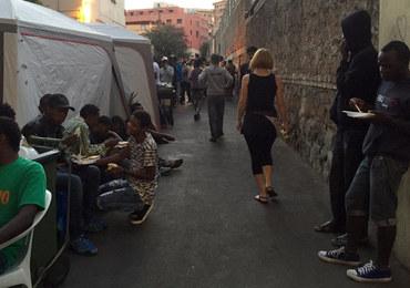 Amnesty International twierdzi, że we Włoszech policja torturuje uchodźców. Służby zaprzeczają