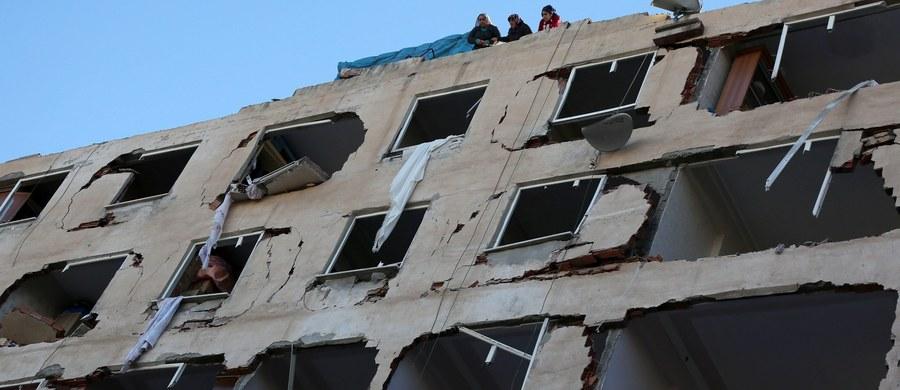 Osiem osób zginęło, a ponad sto zostało rannych w wybuchu samochodu-pułapki w Diyarbakirze na południowym wschodzie Turcji, zamieszkanym głównie przez Kurdów - poinformował premier Binali Yildirim. O atak oskarżył kurdyjskich separatystów z Partii Pracujących Kurdystanu (PKK). Do eksplozji doszło po aresztowaniu w nocy liderów i deputowanych opozycyjnej, prokurdyjskiej partii.