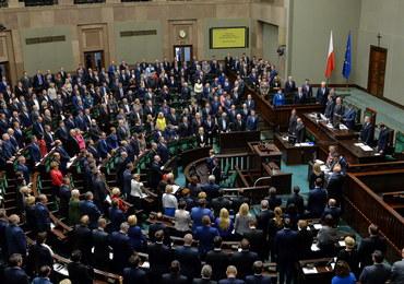 """Sejm uchwalił ustawę o wsparciu kobiet w ciąży i rodzin """"Za życiem"""""""