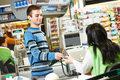 Polskie sklepy chcą się pozbyć kasjerów
