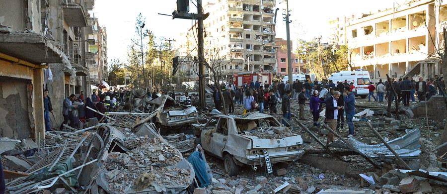 Państwo Islamskie przyznało się do przeprowadzenia ataku w tureckim mieście Diyarbakir. W eksplozji samochodu-pułapki zginęło osiem osób, a ponad 100 zostało rannych. Wcześniej tureccy oficjele twierdzili, że za atakiem stoją bojownicy związani z Partią Pracujących Kurdystanu.