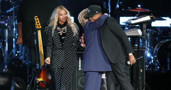 Słabnącą w sondażach kandydatkę Demokratów na prezydenta USA Hillary Clinton, wsparły gwiazdy muzyki - Beyonce i raper Jay Z, a także popularny miliarder Mark Cuban. Wybory prezydenckie w USA odbędą się już 8 listopada.