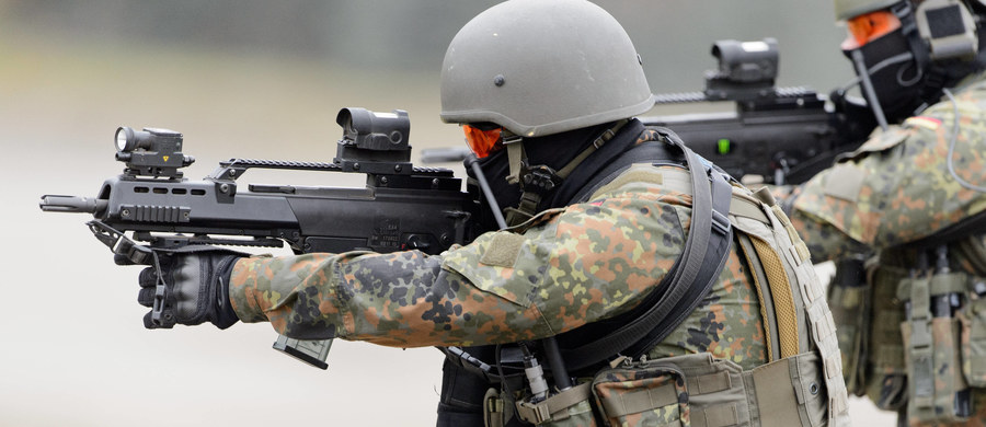 Niemiecki kontrwywiad wojskowy MAD zdemaskował 20 islamistów w Bundeswehrze - podały gazety. Minister obrony Ursula von der Leyen zapowiada wprowadzenie kontroli  dla wszystkich kandydatów do służby wojskowej. Funkcjonariusze MAD sprawdzają 60 dalszych przypadków żołnierzy, co do których istnieje podejrzenie o sympatie dla radykalnego islamu.