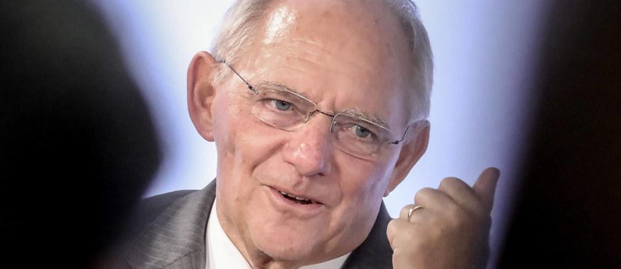 """Minister finansów Niemiec Wolfgang Schaeuble uważa, że wiek emerytalny powinien wzrastać proporcjonalnie do wzrostu statystycznej długości życia. """"Der Spiegel"""" podał w sobotę, że CDU zaproponuje takie rozwiązanie swojemu koalicjantowi SPD."""