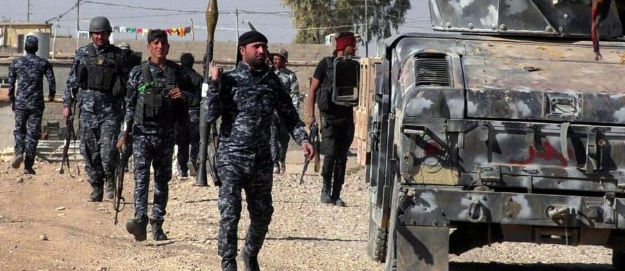 Wspierane przez USA Syryjskie Siły Demokratyczne (SDF), sojusz kurdyjskich i arabskich ugrupowań zbrojnych, ogłosiły rozpoczęcie operacji mającej na celu odbicie Rakki, bastionu Państwa Islamskiego (IS) w Syrii.
