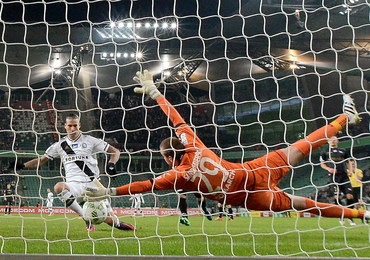 Ekstraklasa piłkarska: Legia pokonuje Cracovię 2:0