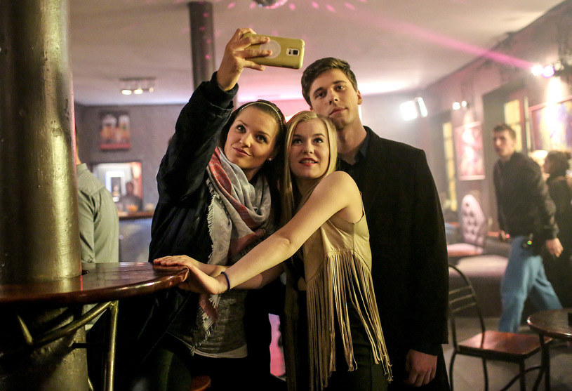 """""""Dobrze, że produkcja porusza problemy osób, które wkraczają w dorosłość"""" - tak o serialu """"19+"""" mówi Małgorzata Heretyk, grająca główną bohaterkę, Melę. Premiera - w poniedziałek, 7 listopada, w TVN."""