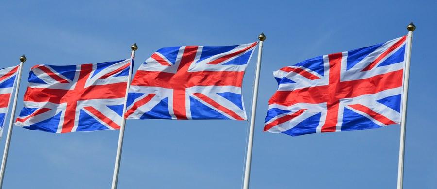 """Brytyjski rząd nie dopuści do sytuacji, w której parlament będzie """"mówił premier, jak ma rozgrywać swoje karty"""" podczas negocjacji ws. Brexitu – twierdzi minister ds. wyjścia z UE David Davis. Dodał, że mogłoby to zaszkodzić wynikowi rozmów."""