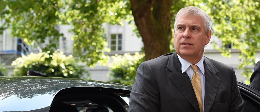 Syn brytyjskiej królowej, książę Andrzej znalazł w tarapatach. Powiedział coś, czego nie powinien był powiedzieć i natychmiast znalazł się na celowniku brytyjskich mediów. Była to uwaga rzucona podczas obiadu na zamku w Windsorze.