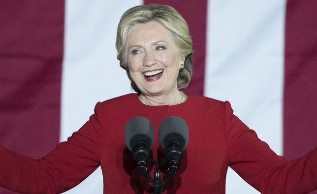 Pokaz fajerwerków, który zaplanowano w Nowym Jorku w przypadku zwycięstwa Hillary Clinton we wtorkowych wyborach prezydenckich, został odwołany - poinformowała stacja telewizyjna NBC, powołując się na źródło we władzach miasta. Właśnie w Nowym Jorku zarówno Clinton, jak i Donald Trump spędzą wieczór wyborczy.