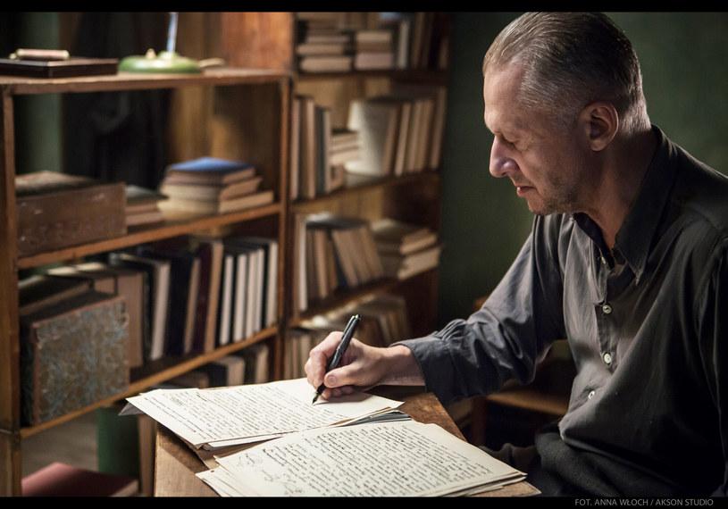 """""""Powidoki"""" - ostatni film niedawno zmarłego wybitnego polskiego reżysera Andrzeja Wajdy - jest polskim kandydatem do Oscara. Przedstawiamy oficjalny zwiastun tej produkcji."""