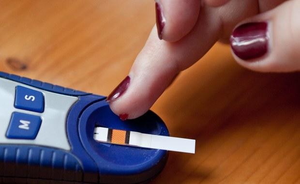 Na cukrzycę w Polsce chorują prawie trzy miliony osób. Na świecie - według najnowszych danych Światowej Organizacji Zdrowia - aż 422 miliony! Cukrzyca to grupa poważnych, przewlekłych chorób, które powodują między innymi problemy z sercem.