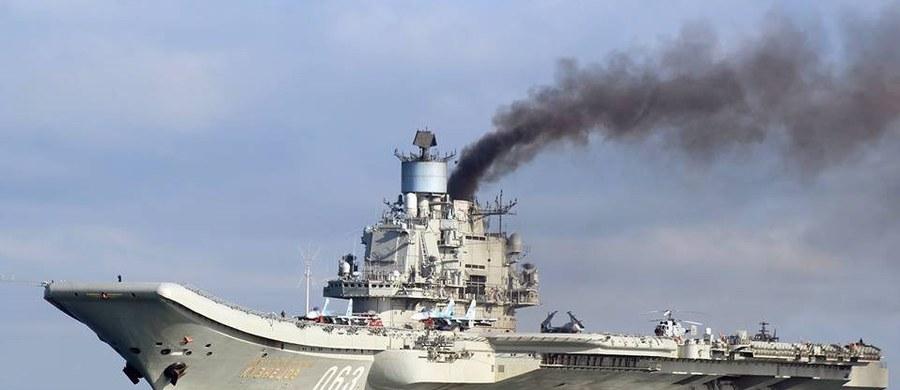 """Samoloty stacjonujące na rosyjskim lotniskowcu Admirał Kuzniecow i okręty na Morzu Śródziemnym przygotowują się do wznowienia """"w najbliższych godzinach"""" ataków na rebeliantów wokół syryjskiego miasta Aleppo. Taką informację podało we wtorek źródło w rosyjskim resorcie obrony."""
