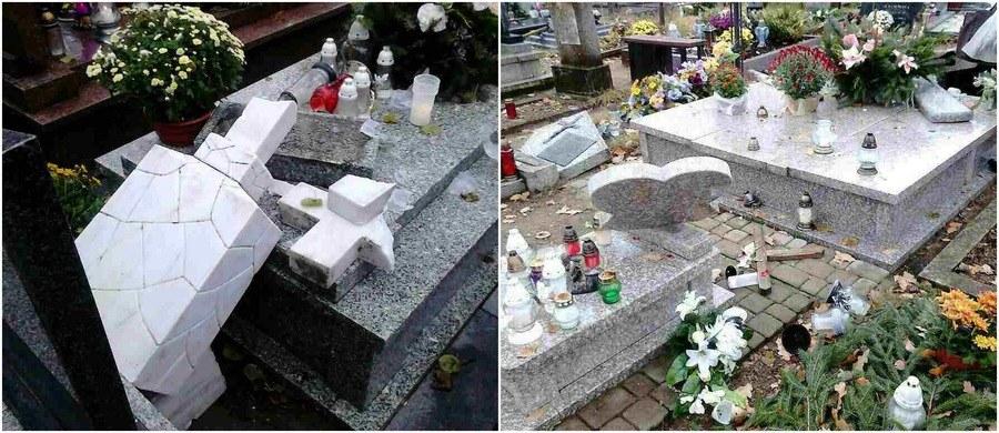 Odbudowa ponad stu zniszczonych przez wandali nagrobków na cmentarzu w Ełku w woj. warmińsko-mazurskim może kosztować nawet kilkaset tysięcy złotych. Wiadomo już, że część rodzin nie stać na odbudowanie pomników.