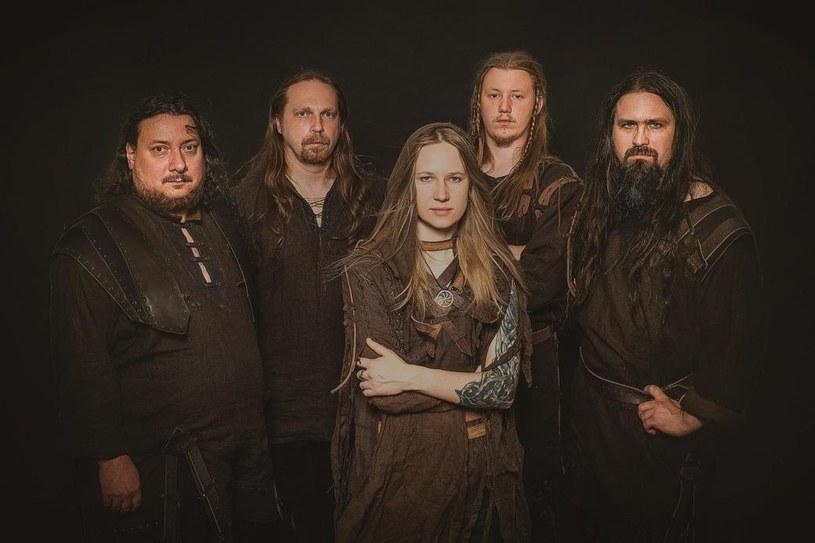 Rosyjska, pagan / folkmetalowa formacja Arkona postanowiła odświeżyć brzmienie debiutanckiego albumu.