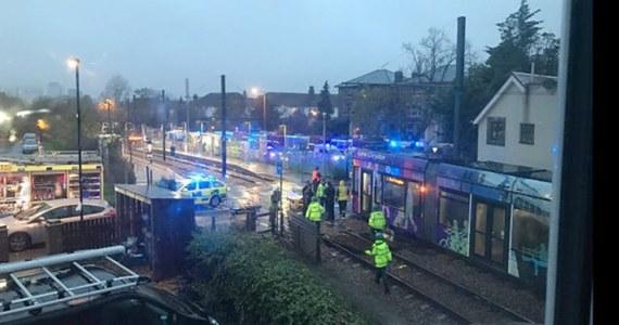 Siedem osób zginęło i ponad 50 zostało rannych, gdy tramwaj wypadł z szyn w dzielnicy Croydon w Londynie - podała brytyjska policja. Motorniczego tramwaju aresztowano.