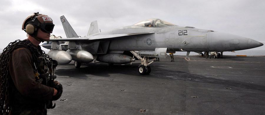 2 wielozadaniowe myśliwce F/A-18 Hornet zderzyły się w powietrzu na Oceanem Spokojnym w pobliżu bazy powietrznej amerykańskiej piechoty morskiej w Miramar w pobliżu San Diego – poinformowało na Twitterze dowództwo bazy. Nikt nie zginął.