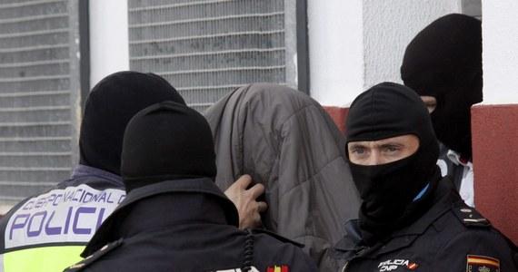 56 osób zostało zatrzymanych w różnych miejscach Hiszpanii w ramach walki z rozpowszechnianiem pornografii dziecięcej w internecie - poinformowała tamtejsza policja. W operacji uczestniczyło 150 funkcjonariuszy i 46 sędziów śledczych.