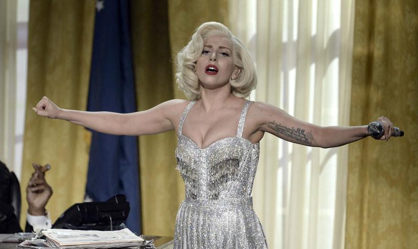 Naukowcy z Uniwersytetu w Durham przeprowadzili badania mające na celu wybór utworów najczęściej spełniających funkcję earwormów, czyli melodii, które trudno wyrzucić z głowy. Okazało się, że Lady Gaga ma na swoim koncie aż trzy takie piosenki.