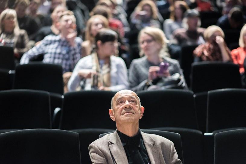 """W jednej z największych, liczącej 500 miejsc, sal kinowych Wilna, odbył się w czwartek pokaz filmu """"Smoleńsk"""", w którym uczestniczył jego reżyser Antonii Krauze. W piątek w tejże sali odbędzie się drugi pokaz filmu."""