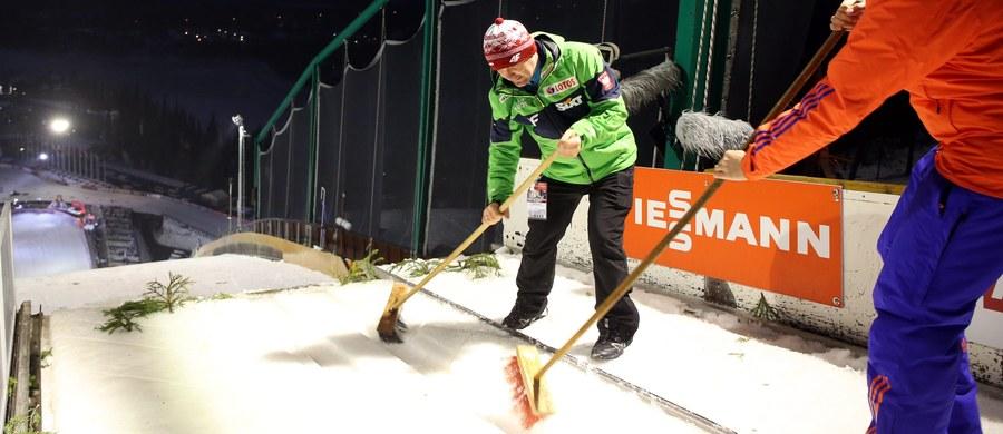 """Szwedzka federacje narciarska (SSF) wyczarterowała dla zawodników samolot na kilka pierwszych w cyklu zawodów Pucharu Świata. Ze Szwedami podróżować będą też Finowie i Francuzi, lecz Norwegom odmówiono z powodu ich """"chorobliwości""""."""