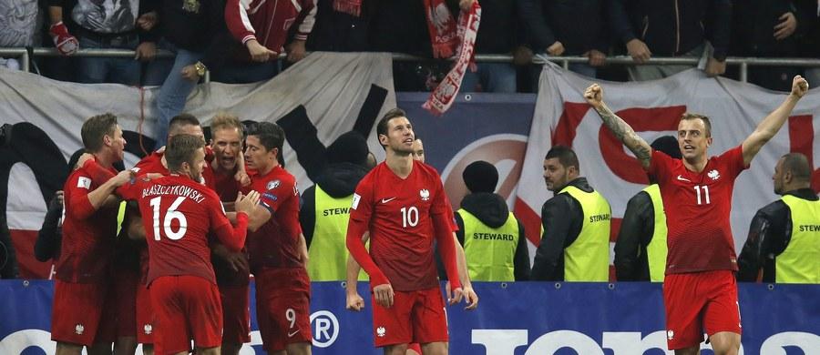 Polska pokonała Rumunię 3:0 w meczu eliminacyjnym mistrzostw świata 2018. Zwycięskie gole zdobyli Kamil Grosicki i Robert Lewandowski. Kto jednak najlepiej popisał się na murawie? Głosujcie w naszej sondzie!